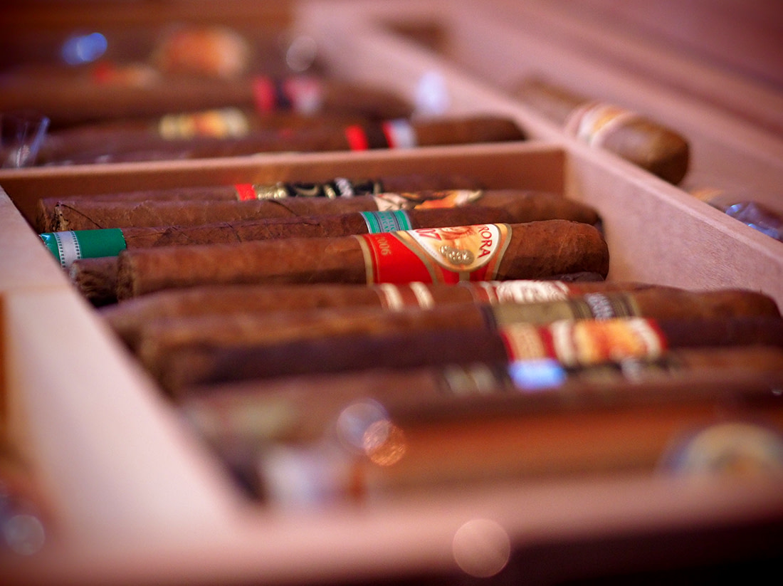 Vista de cigarros en un humidor modelo Hors D,Age