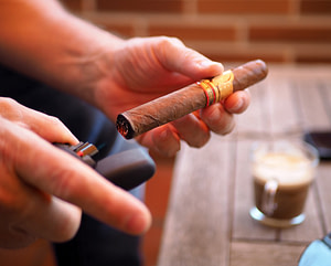 calentar el cigarro antes de encenderlo