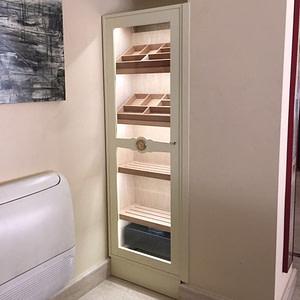 Si tienes un espacio o un hueco en la pared te podemos hacer un humidor a medida.