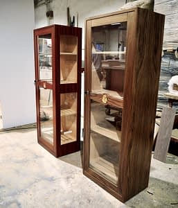 Imperial and Imperial Cristal humidor, same humidor with different finishes. You decide, more interior visibility or more cedar.