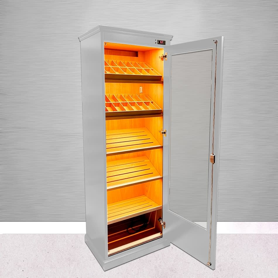 Open white lacquered Ventus humidor